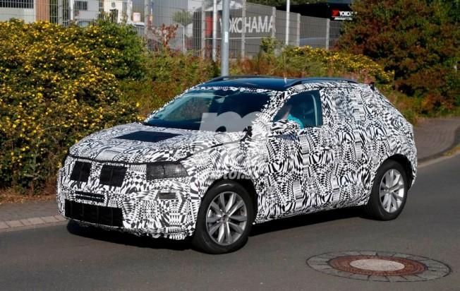 Volkswagen Polo SUV - foto espía