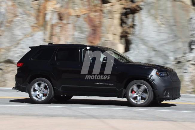 Jeep Grand Cherokee Trackhawk 2018 - foto espía lateral
