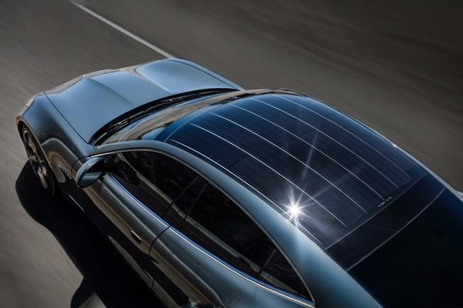 Karma Revero - techo con paneles solares