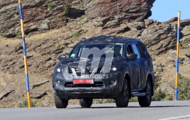 Nissan Navara SUV - foto espía