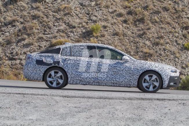 Opel Insignia 2017 - foto espía lateral