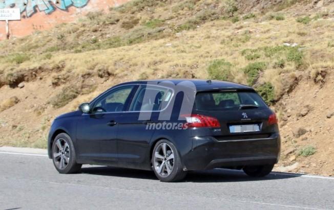 Peugeot 308 2017 - foto espía posterior