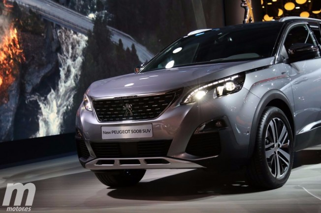Peugeot 5008 2017 - frontal