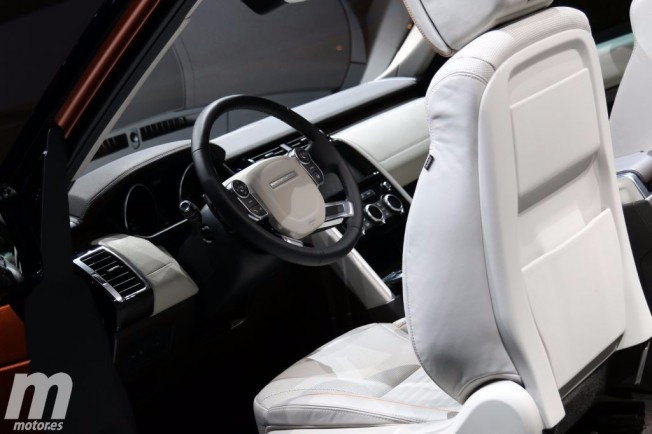 Land Rover Discovery 2017 - interior