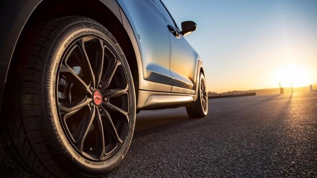 Hyundai Tucson Night Edition - llanta