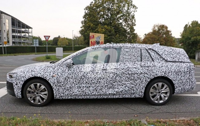 Opel Insignia Sports Tourer 2018 - foto espía lateral