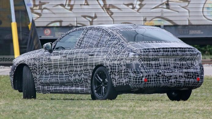 BMW Serie 5 2024 - foto espía posterior