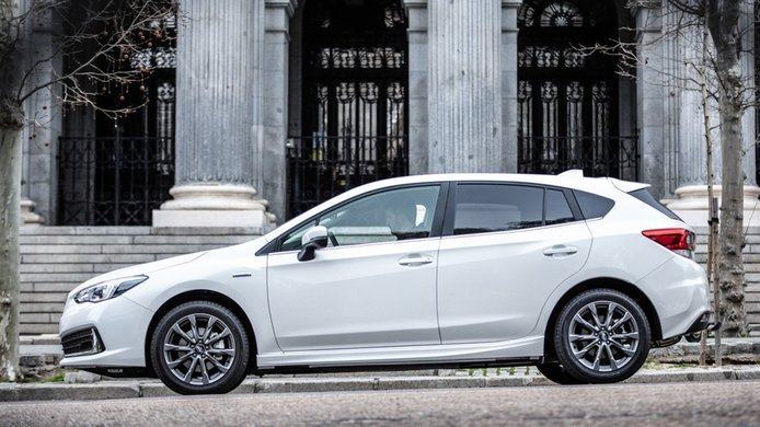 Subaru Impreza EcoHybrid - lateral