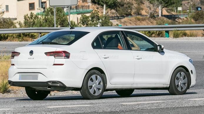 Volkswagen Polo Sedán 2023 - foto espía posterior