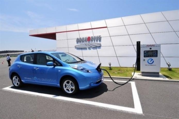 El Nissan Leaf es primitivo según Tesla
