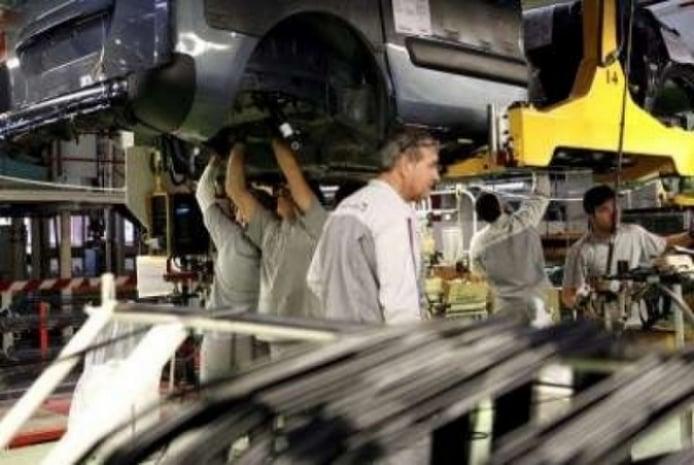 Las ayudas y planes a la compras de coches en Europa disminuyen la caída de la producción de coches en España