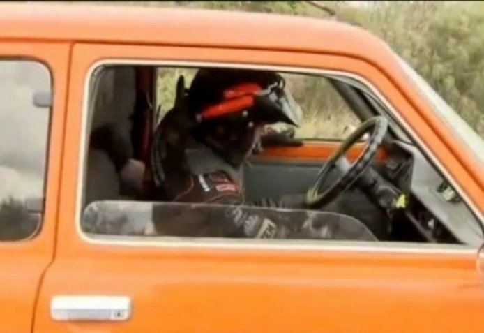 Un Fiat 147 rescata al Hummer de Robby Gordon en el Dakar 2011