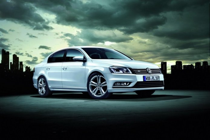 Europa: Volkswagen lanza el Passat R-Line, muy pintón