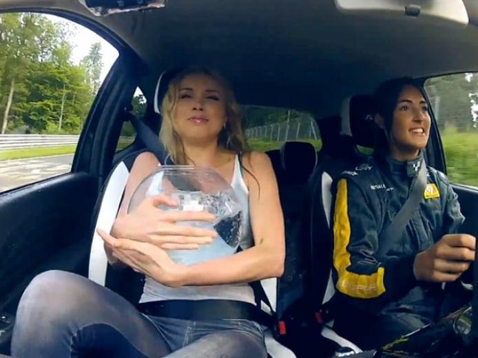 Desafío Twingo RS: una rubia, un pez y toda la potencia en Nürburgring