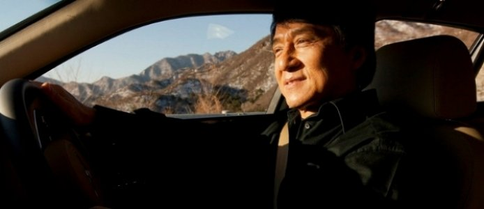 Jackie Chan se divierte como chófer de un Bentley Mulsanne