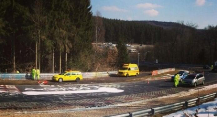 Cierran Nürburgring para borrar pene gigante dibujado sobre el asfalto