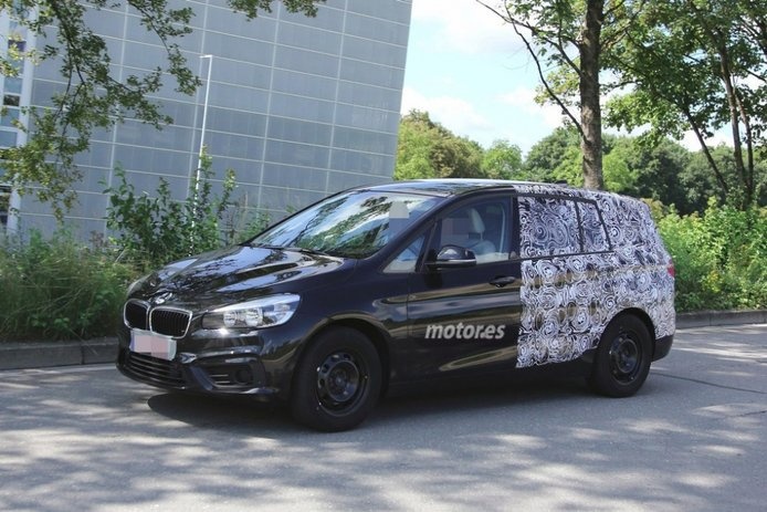 BMW Serie 2 Active Tourer de siete plazas, cazado de pruebas