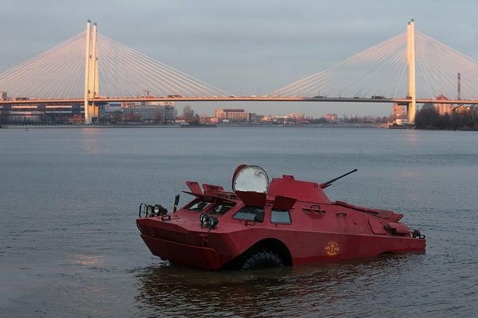 ¿Un vehículo militar blindado puede ser un taxi? En Rusia, sí