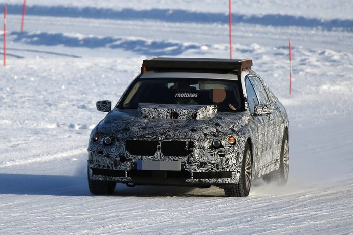 La mula del BMW X7 en sus primeras pruebas