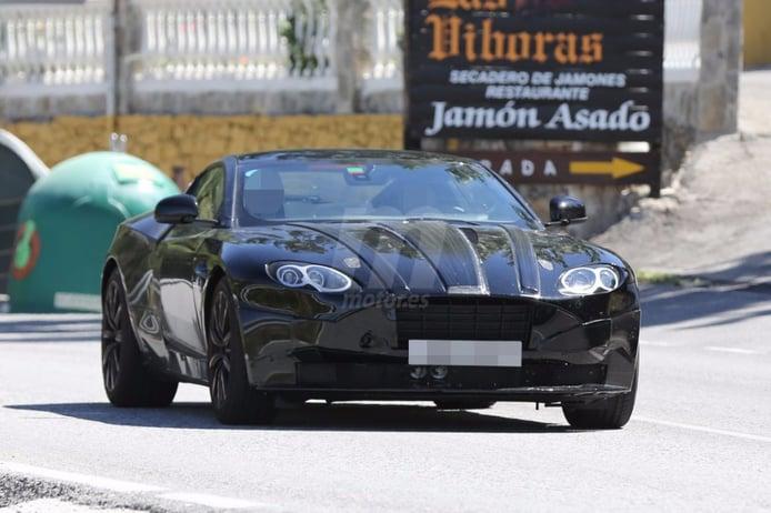 Aston Martin DB11 en pruebas, con su nueva instrumentación digital