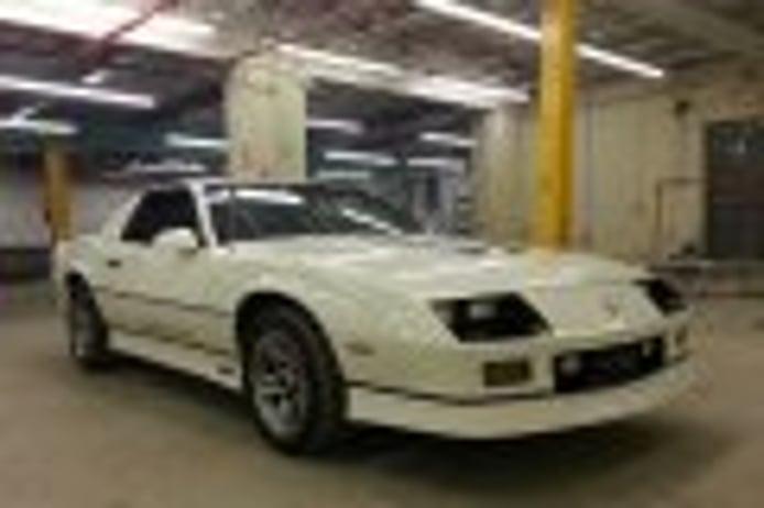 Aparece un Chevrolet Camaro IROC-Z V8 de 1985 casi a estrenar a la venta