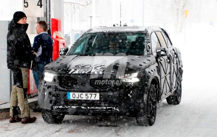 Volvo XC40 2018: cazado con sus elementos definitivos