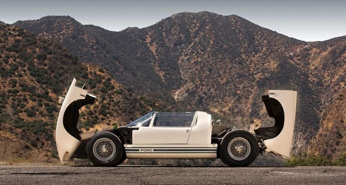 Uno de los pocos Ford GT40 Roadster supervivientes aparece a la venta