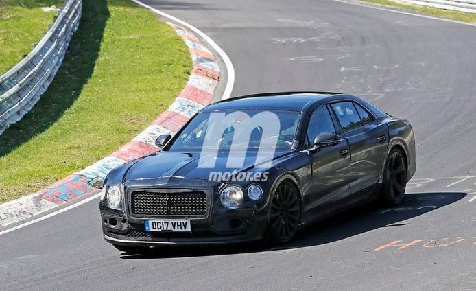 La nueva generación del Bentley Flying Spur se enfrenta a Nürburgring