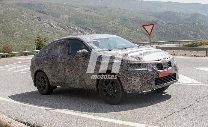 El nuevo SUV Coupé de Dacia cazado mientras realiza unos test en España