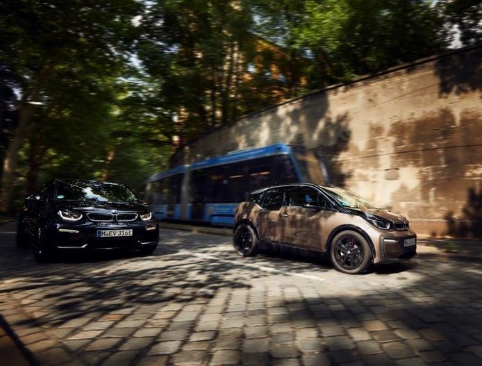 La gama del BMW i3 supera los 300 kilómetros de autonomía gracias a una batería más potente