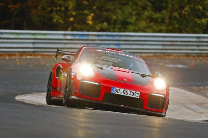 El Porsche 911 GT2 RS destroza el crono en Nürburgring... ¡otra vez!