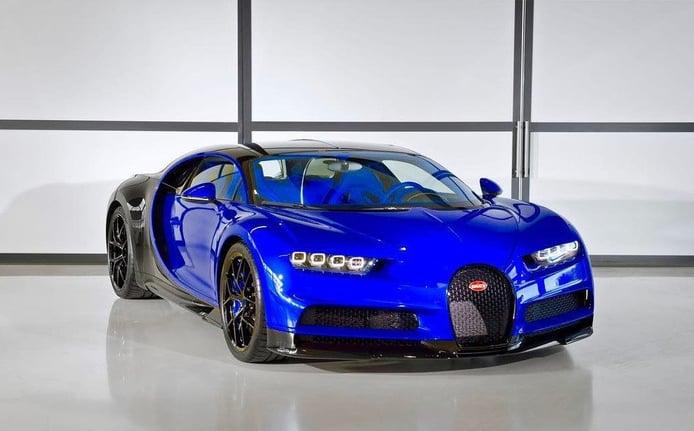 El primer y llamativo Bugatti Chiron Sport sale de la factoría