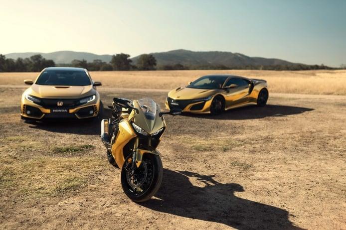 Honda presenta un NSX y un Civic Type R en cromo dorado