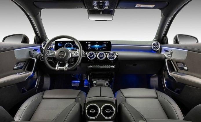 Mercedes-AMG A 35 L 4MATIC Sedán - interior