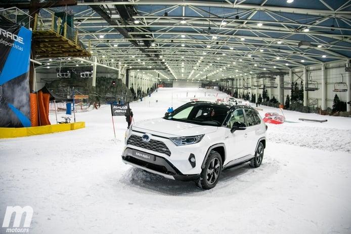 Ponemos a prueba la tracción AWD-i de Toyota sobre pista de nieve