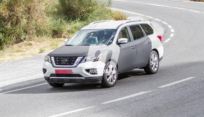 Una misteriosa mula del Nissan Pathfinder 2019 avistada en Europa