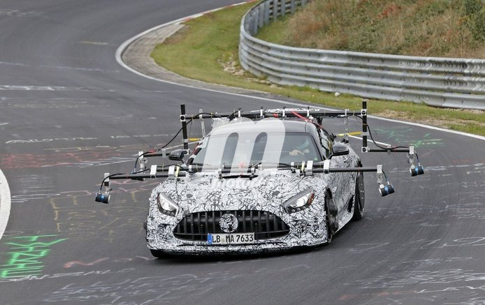 Mercedes-AMG prueba a fondo el chasis del nuevo GT R Black Series en Nürburgring