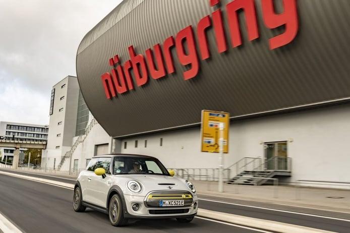 El nuevo eléctrico MINI Cooper SE afronta una prueba de eficiencia en Nürburgring