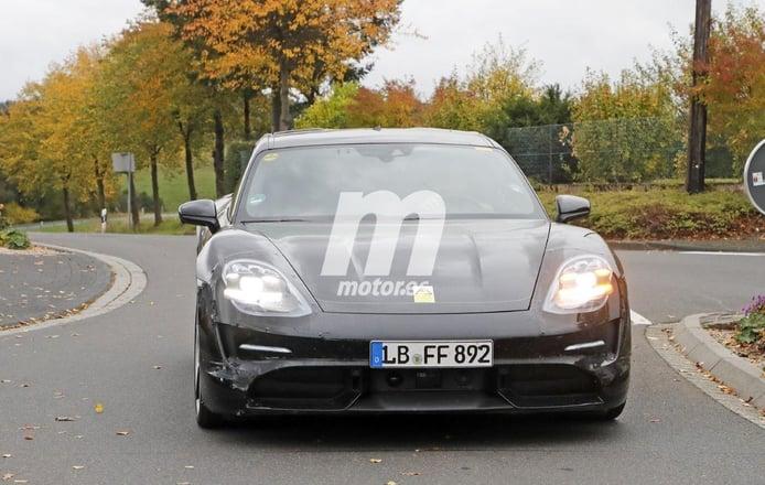 El nuevo Porsche Taycan Cross Turismo vuelve a entrar en escena en estas fotos espía