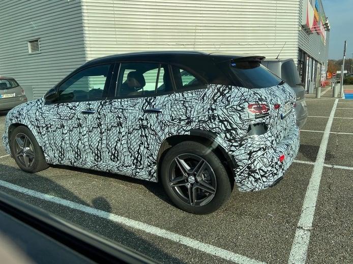 Nuevas fotos espía desvelan el diseño lateral del nuevo Mercedes GLA 2020
