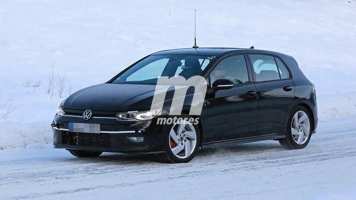 El nuevo Volkswagen Golf GTI 2021 pierde camuflaje y se enfrenta a la nieve