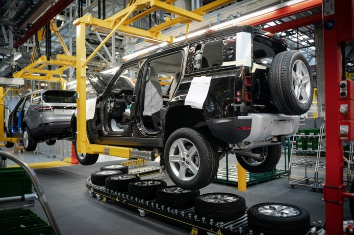 Land Rover comienza la producción del nuevo Defender en Eslovaquia