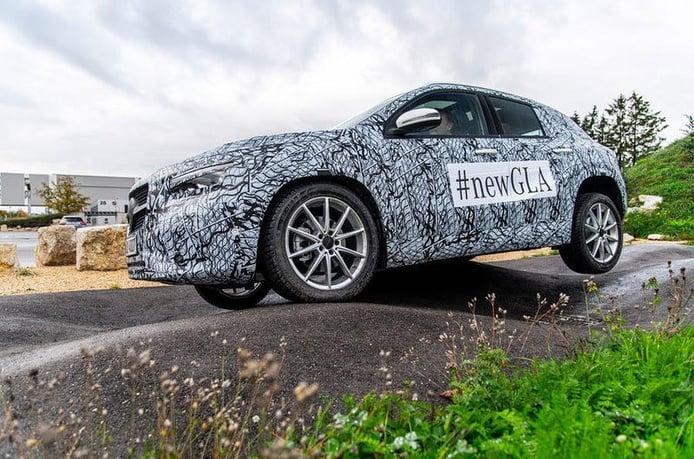 Mercedes comienza las filtraciones del nuevo GLA 2020 mostrando parte del interior