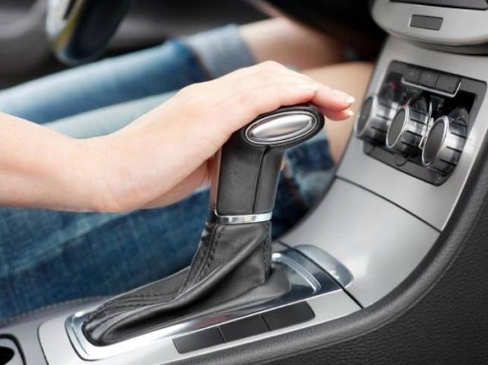 El carnet de coche automático: cómo es, en qué se diferencia y otras claves