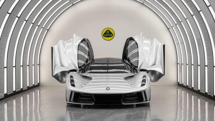 Lotus inaugura las instalaciones de ensamblaje del nuevo Evija eléctrico