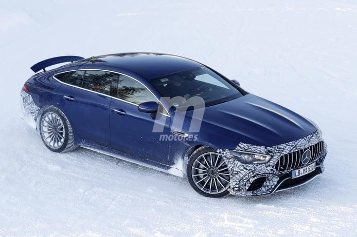 El nuevo Mercedes-AMG GT 73 e 4 Puertas híbrido ya prueba en la nieve