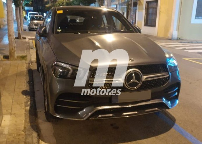 El nuevo Mercedes GLE Coupé híbrido enchufable, cazado en fotos espía al descubierto