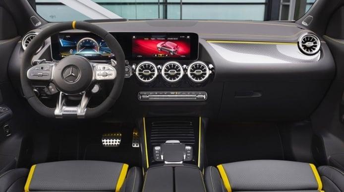Mercedes-AMG GLA 45 4MATIC+ 2020 - interior