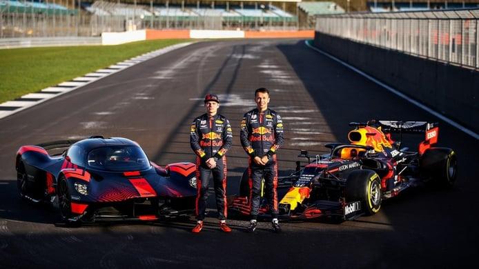 Verstappen y Albon exprimen el Aston Martin Valkyrie en Silverstone (con vídeo)