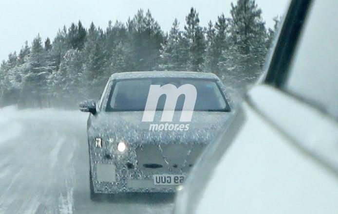 Un prototipo de producción del nuevo Jaguar XJ eléctrico posa en nuevas fotos espía